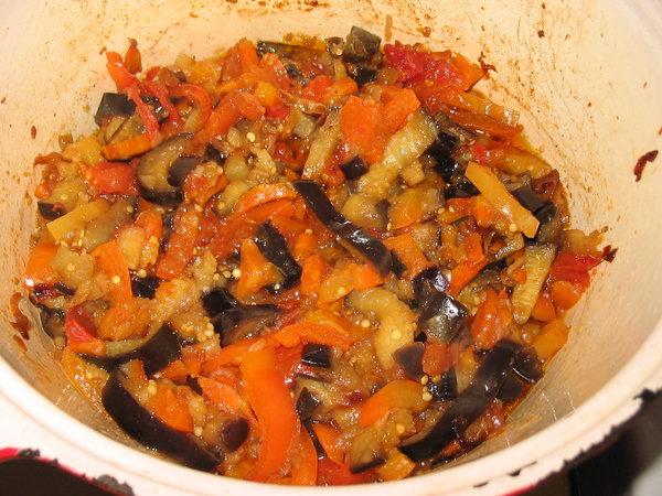 Тушеные овощи с баклажанами и картошкой